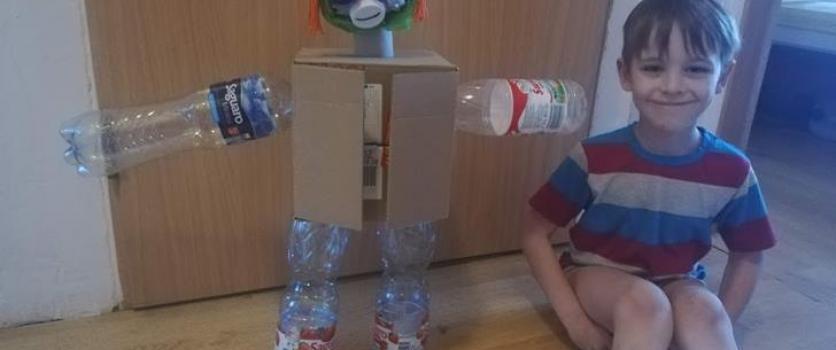 Recyklingowe ludziki – dzielna współpraca rodziców i dzieci w gr.0