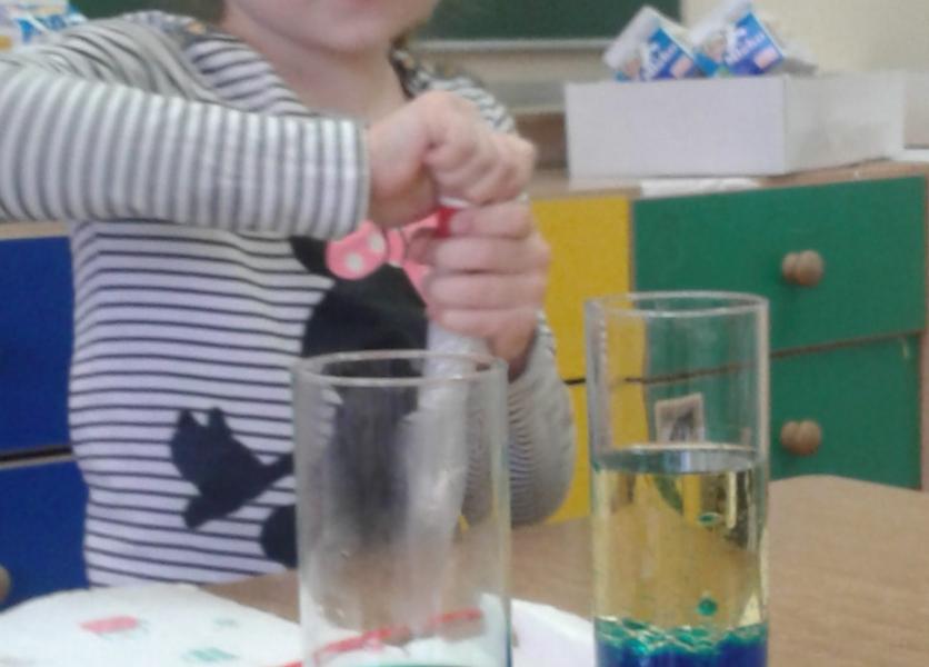 II a robi doświadczenia z użyciem wody