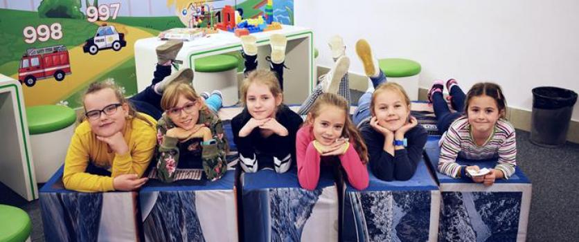 Klasy trzecie świętują Dzień Chłopaka w Skoda Auto Lab