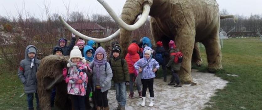 Klasa 2a na wycieczce do  DELI  Parku w Rosnówku.